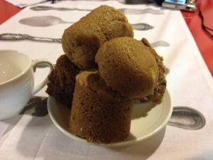 mug cakes op bord